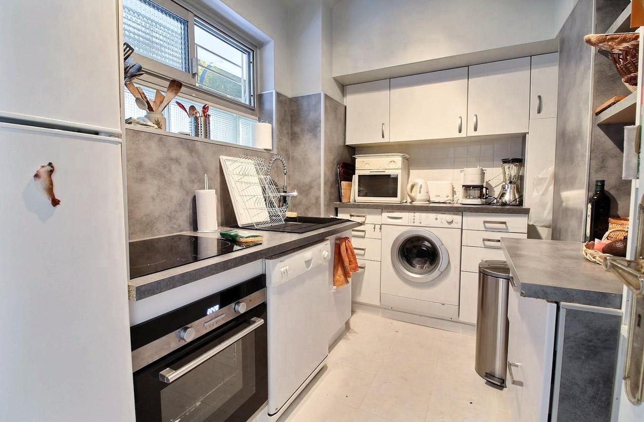 1 Bedroom Bedrooms,2 BathroomsBathrooms,Apartment,1060