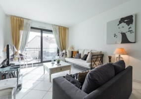 Rue d'Antibes,3 BathroomsBathrooms,Apartment,Rue d'Antibes,4,1072